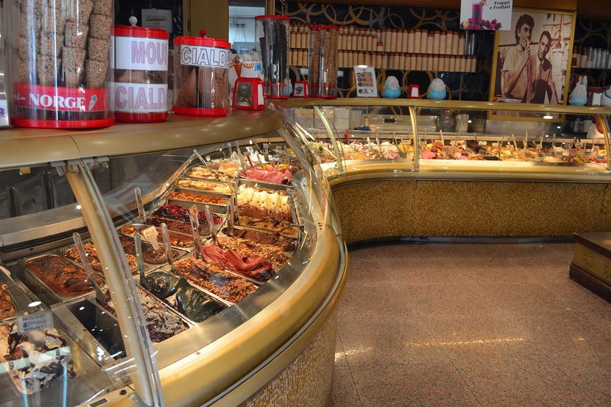 Gelateria della Palma è situata nelle vicinanze del Pantheon e vanta 30 anni di esperienza alle spalle e da sempre riescono a soddisfare i loro clienti grazie alla qualità degli ingredienti utilizzati nella produzione del gelato