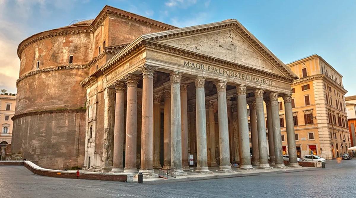 Da questo punto della piazza della Rotonda in cui si trova il Pantheon, lo sguardo abbraccia, oltre che la magnifica piazza, l'edicola sacra dell'Immacolata a piazza della Rotonda e via del Pantheon. Nei dintorni si trovano b&b economici Roma, locali e ristoranti deliziosi. Visitare Pantheon – Roma.
