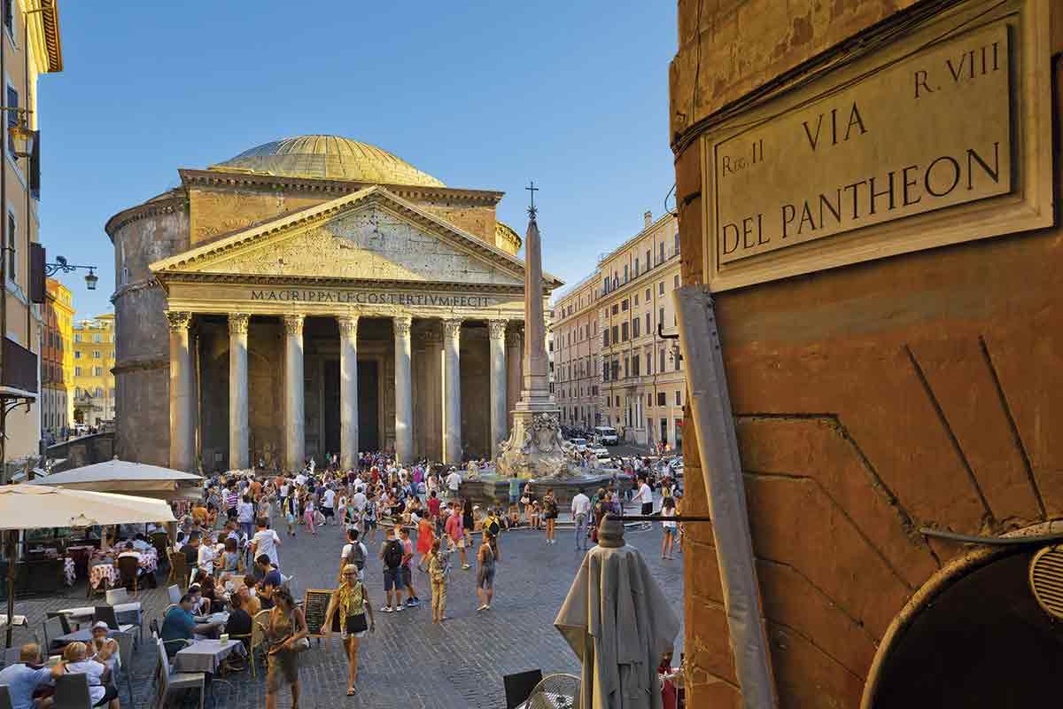 Informazioni utili e curiosità sul Pantheon di Roma. La storia del monumento, le immagini di ricostruzione, orari, biglietti e come arrivarci